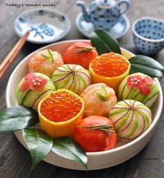 Sushi Recipes, Asian Recipes, Temari Sushi, Cooking Sushi, Sushi Platter, Food Garnishes, Food Decoration, Food Illustrations, Cute Food