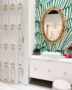 Tante S!fr@ loves this pin DXV, IDS Interior Design by Pulp Design Studios Bathroom Interior Design, Home Interior, Decor Interior Design, Interior Decorating, Interior Design Wallpaper, Bad Inspiration, Bathroom Inspiration, Home Decor Inspiration, Furniture Inspiration
