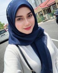 Selera Muslimin Baru New Kendedes Beautiful Hijab Girl, Beautiful Muslim Women, Gorgeous Women, Hijabi Girl, Girl Hijab, Moslem, Modern Hijab Fashion, Muslim Beauty, Langer Mantel