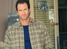 Gilmore Girls: Scott Patterson Talks About the Netflix Reunion - canceled + renewed TV shows - TV Series Finale Gilmore Girls Quiz, Gilmore Girls Characters, Gilmore Girls Quotes, Scott Patterson, Emperors New Groove, Lizzie Mcguire, Perfect Man, Pitch Perfect, Gorgeous Men