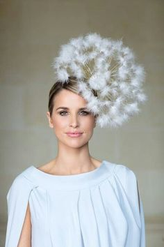 'Make a Wish' dandelion hat, Mark T Burke millinery. 'Make a Wish' dandelion hat, Mark T Burke millinery. Sombreros Fascinator, Fascinators, Headpieces, Crazy Hats, Fancy Hats, Kentucky Derby Hats, Models Makeup, Love Hat, Headgear
