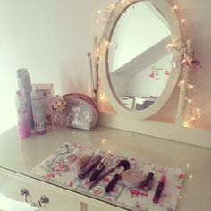 love the fairy lights around the mirror!!