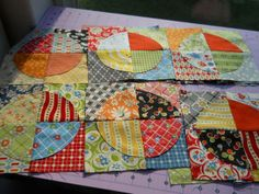 Raw Edge Circle Quilt - love the fabrics!