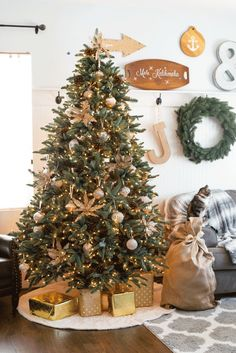 Beautiful Sparkly French Country Christmas tree - gorgeous decor with ombre ornaments, crackled mercury glass ornaments - lots of golds and silvers! French Christmas Tree, Noble Fir Christmas Tree, Country Christmas Trees, Christmas Tress, French Country Christmas, Christmas Tree Inspiration, Christmas Tree Design, Farmhouse Christmas Decor, Modern Christmas