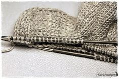 Suvikumpu: Suvikummun PunosPolviSukat Knitted Hats, Crochet Hats, Winter Hats, Knitting, Fashion, Threading, Knitting Hats, Moda, Tricot