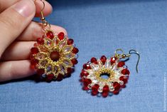 FREE Wheel Earrings Tutorial. In Russian but with lots of photos and diagrams. Use: Gold Toho seed beads 15/0, 11/0 and Toho Treasure, clear drops 3,4mm, clear oval beads 6*4mm, red rondelle beads 4*6mm, earring findings