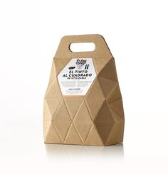 Bag In Box Viajes De Un Catador on Packaging of the World - Creative Package Design Gallery