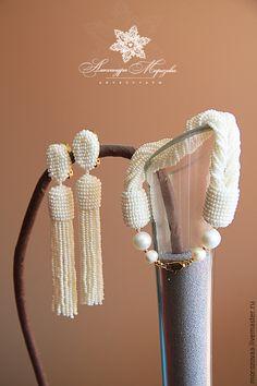Купить Серьги - кисти и браслет из бисера по мотивам Оскара де ла Рента - бежевый, жемчужный