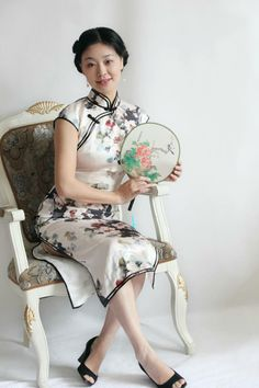always trust elegente's best service and excellent workmanship, the dress deserve to dress at any occasions, perfect fit and charming.  Review by Ivy Huang  Buy sample pcs at http://www.elegente.com/vintage-cheongsam-silk-long-chinese-ink-floral-print.html