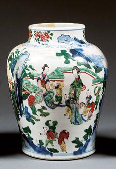 """JARRE en porcelaine et émaux cinq couleurs, dits """"wucai"""", Chine, dynastie Qing, période Kangxi (1662-1722)."""