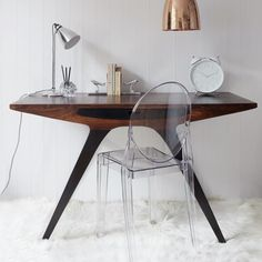 Mid-Century Desk Design in Stylish and Attractive Models : Exquisite Home Office Decor With Wooden Mid Century Desk And Acrylic Chair On Whi. Green Furniture, Furniture Design, Bespoke Furniture, Chair Design, Wood Furniture, Modern Furniture, Clear Chairs, Mid Century Desk, Ghost Chairs