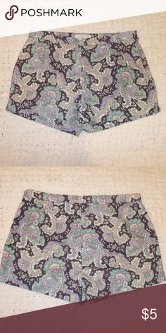 3/$10 Paisley Print Shorts Shorts by Forever 21 Size medium Dark gray with blue, green, beige, & light taupe in a paisley print Zipper on the left side 100% cotton Brand new & never worn smoking home Forever 21 Shorts