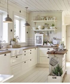 🌲 this white kitchen with a touch of wood is my DREAM kitchen 🌲 • #woodporn #kitchenporn #kitchengoals • 🌲 #woodyou • #iwood 🌲