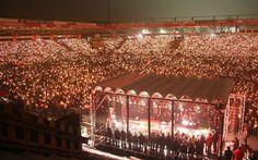 Sciarpe, candele e canti: ecco come i tifosi dell'Union Berlin festeggiano il Natale allo stadio #germania #unionberlin #calcio #natale