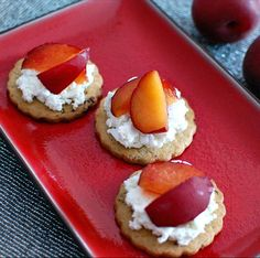 Samantha's favorite recipes: Apricot & goat cheese on fig crisps
