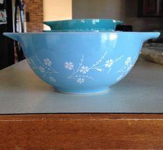 Rare Pyrex Blue Dianthus Cinderella Blue White Flowers 1 & 1/2 Quart Bowl # 442 #Pyrex