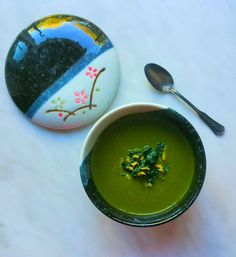 Kale Avocado Soup is a delicious nutrient-rich soup that is great for a simple lunch or dinner! Try it for your next meal.