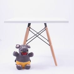 Inspired on Charles Eames childrens table. Designer childrens table from 1950 Charles Eames, Eames Chairs, Dining Room Chairs, Table And Chairs, Conference Chairs, Square Tables, Designer, Kids Room, Furniture Design