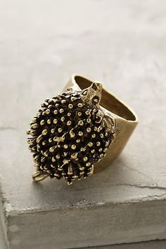 Hedgehog Ring -- TOO awesome. why isn't this already climbing up my arm? Jewelry Box, Jewelry Accessories, Women Jewelry, Fashion Jewelry, Jewellery, Ring Earrings, Cool Gifts, Anthropologie, Bling