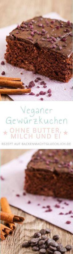 Ein superleckerer Schokoladenkuchen vom Blech, der an gefüllte Lebkuchenherzen erinnert - und komplett ohne Butter, Milch und Eier auskommt. So ist der Gewürzkuchen nicht nur vegan, sondern auch fettarm. Perfekt für die Herbst- und Wintermonate! | Backen macht glücklich