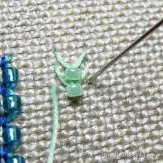 para ver el tipo de puntada ver el siguiente video tutorial http://www.needlenthread.com/2006/11/fly-stitch-video-tutorial-vertical-fly.html  fly stitch
