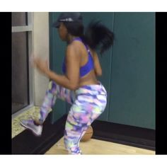 Morning grind 5:30am w/ (Trainer) @BodyByTed *Got to lift that jungle booty to keep it tight  #BodiedByPorsha #ThickFit #FettyMyFav #GreatHomeWorkouts