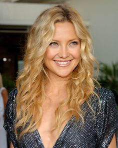 """46 Kate Hudson With her sexy eyes and fabulous sense of style, Kate Hudson isRead More """"Kate Hudson Hairstyles"""" Cabelo Kate Hudson, Kate Hudson Hair, Celebrity Hairstyles, Cool Hairstyles, Hair Plopping, Natural Curls, Natural Waves, Au Natural, Perfect Curls"""