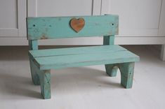 Grave benches n decore Newborn Photography Props, Newborn Photo Props, Small Wood Projects, Diy Projects, Baby Doll Bed, Accessoires Photo, Barn Wood Signs, Foto Baby, Diy Photo