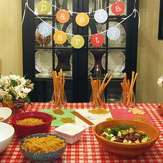 Image detail for -Pasta Sauce Recipes and Pasta Party Ideas Italian Party Decorations, Party Table Decorations, Party Centerpieces, Tomato Caprese, Caprese Pasta, Runners Food, Pizza Party, Party Party, Spaghetti Dinner