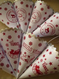 Christmas cornets Gift Wrapping, My Love, Christmas, Gifts, Paper Wrapping, My Boo, Navidad, Wrapping Gifts, Weihnachten