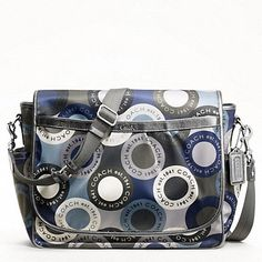 NEW Coach Snaphead Baby Bag Messenger Changing Pad Blue Silver 398 Cute Diaper Bags, Blue And Silver, Blue Grey, Everything Baby, Coach Handbags, Baby Love, Baby Baby, Baby Car Seats, Purses And Bags