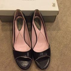 Liz Claiborne Flex heels - 6.5 Liz Claiborne Flex heels. Black leather with pink accent trim. Only been worn once.  There is a none stick pad stuck to the inside of the heel, but it can be removed. Size is 6.5 Liz Claiborne Shoes Heels
