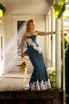 Denim (wedding) gown, I want this for a black tie event! Denim Wedding Dresses, Jeans Wedding, Country Wedding Dresses, Wedding Gowns, Wedding Country, Lace Wedding, Denim Dresses, Denim Bridesmaid Dresses, Wedding Rings