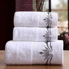 SERVIETTES DE BAIN de la boutique leBoudoirdelaReine sur Etsy Towel Embroidery, Embroidered Towels, Bathroom Towels, Bath Towels, Shower Towel, Bath Towel Size, Hotel Towels, Large Beach Towels, Face Towel