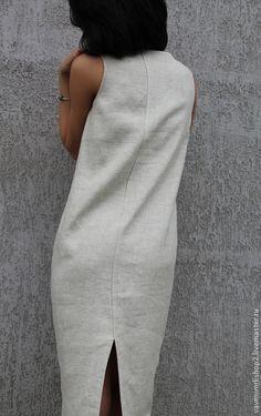 Купить или заказать Платье льняное из серии 'Камни' Уточняйте фактуру и цвет ткани! в интернет-магазине на Ярмарке Мастеров. Платье из приятного 'суховатого' льна с очень интересной фактурой. Мерцающего светло серого оттенка с вкраплениями( Ткань есть разных оттенков и даже темная, цвета смородинового варенья). Силуэт свободный 'кокон' чуть сужающийся к низу. ТКАНЬ хорошо держит форму и как бы окружает фигуру. На горловине для фиксации разреза есть крючок, на уголках п...