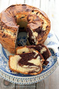Ciambella marmorizzata - La Cuoca Dentro Italian Desserts, Mini Desserts, Cookie Desserts, Just Desserts, Delicious Desserts, Easy Pound Cake, Pound Cake Recipes, Sweet Loaf Recipe, Sweet Recipes