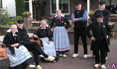 Achterhoekse klederdracht #Gelderland #Achterhoek #Saksen Folk Costume, Costumes, Folk Clothing, Beautiful Interiors, Folklore, Traditional Outfits, Netherlands, Holland, Eye Candy