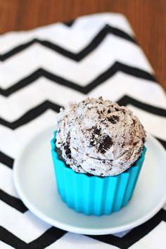 O Lord have mercy! Gluten free dairy free cookies n' cream ice cream #dessert #icecream
