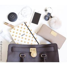 Amazing with this fashion bag! Value Spree: 3 Items Total (get it for 2016 MK fashion Handbags for you! Mk Handbags, Best Handbags, Handbags Michael Kors, Fashion Handbags, Purses And Handbags, Fashion Bags, What In My Bag, What's In Your Bag, Inside My Bag