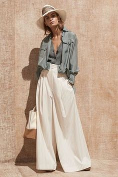 See all the Collection photos from Brunello Cucinelli Spring/Summer 2020 Ready-To-Wear now on British Vogue Fashion 2020, Look Fashion, Runway Fashion, Spring Fashion, Fashion Details, Korean Fashion, Fashion Women, Elegance Fashion, Saree Fashion