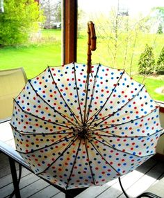Polka-dot vintage Umbrella , can it be any cutter !