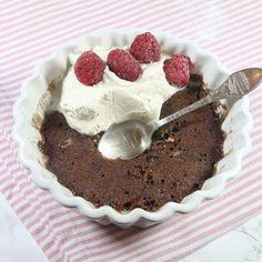 Gör en kladdkaka på bara 1 minut! Den blir gudomligt god! Food Hacks, Fudge, Tiramisu, Tart, Cravings, Muffins, Oatmeal, Cheesecake, Brownies