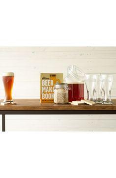 Je vader een echte bierliefhebber? Geef hem dan dit bierbrouwpakket. Dan kan hij zijn enige echte biertje maken. De etiketten? Die maak en geef jij er natuurlijk bij!