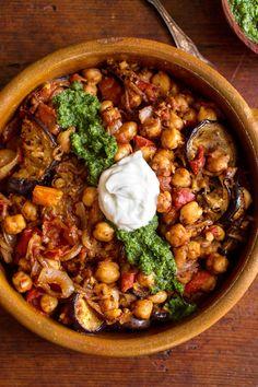 Fried Eggplant With Chickpeas and Mint Chutney Chickpea Recipes, Veggie Recipes, Indian Food Recipes, Ethnic Recipes, African Recipes, Curry Recipes, Indian Butter Chicken, Baby Eggplant, Chickpea Curry