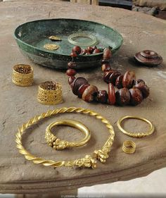 Jewels found in the tomb of a princess in Reinheim, Germany Discovered in 1954      Museum fuer Vor-und Fruehgeschichte, Saarbruecken, Germany