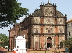 Basilica de Bom Jesus - Goa Church places - Open Hours:Sunday : to hrs.It is one of the most important attractions of Goa. The Basilica. Goa India, South India, South Korea, Saint François Xavier, Victoria Beckham, Switzerland Places To Visit, Architecture Baroque, India Architecture, Travel Around The World