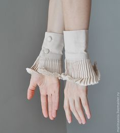 Ruffle detail cuffs - like the idea of creating these to wear underneath sweaters etc so it looks like you have layers without the baulk on the body. Faux Col, Fashion Details, Fashion Design, Fabric Manipulation, Collar And Cuff, Sleeve Designs, Ideias Fashion, Fashion Accessories, Creations