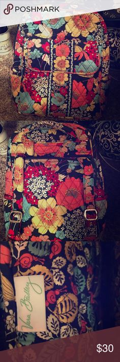 Happy snails 🐌 Vera Bradley backpack like new Has compartment in from couple In side two side pockets and zip pocket in the back Vera Bradley Bags Backpacks