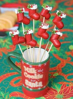 Hosting a Christmas Party? Then you can't miss these cute Christmas Party food ideas. From Christmas Cookies, to Christmas Cupcakes to many other party food Christmas Appetizers, Christmas Desserts, Appetizers For Party, Christmas Treats, Christmas Decorations, Christmas Party Food, Xmas Food, Peach Kitchen, Easy Party Food