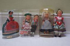 Souvenir poppen in klederdracht